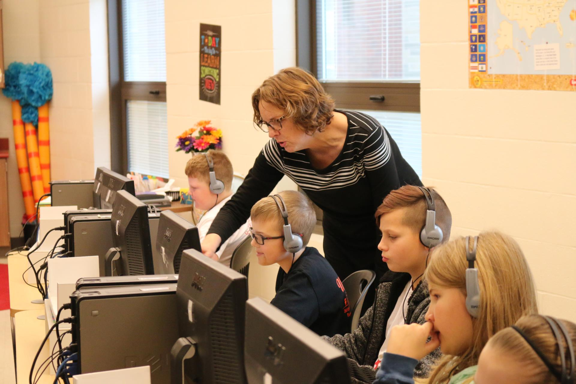 Tammy laughlin teaches students in the library